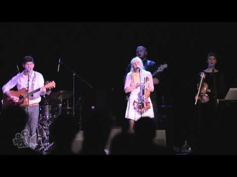 Winter People - Winter Coat (Live in Sydney) | Moshcam