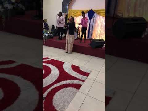 Sylvia Fatunla (Ayanfeeledumare Band) ministering live @ The Freedom Arena Manchester Nov 17 /17