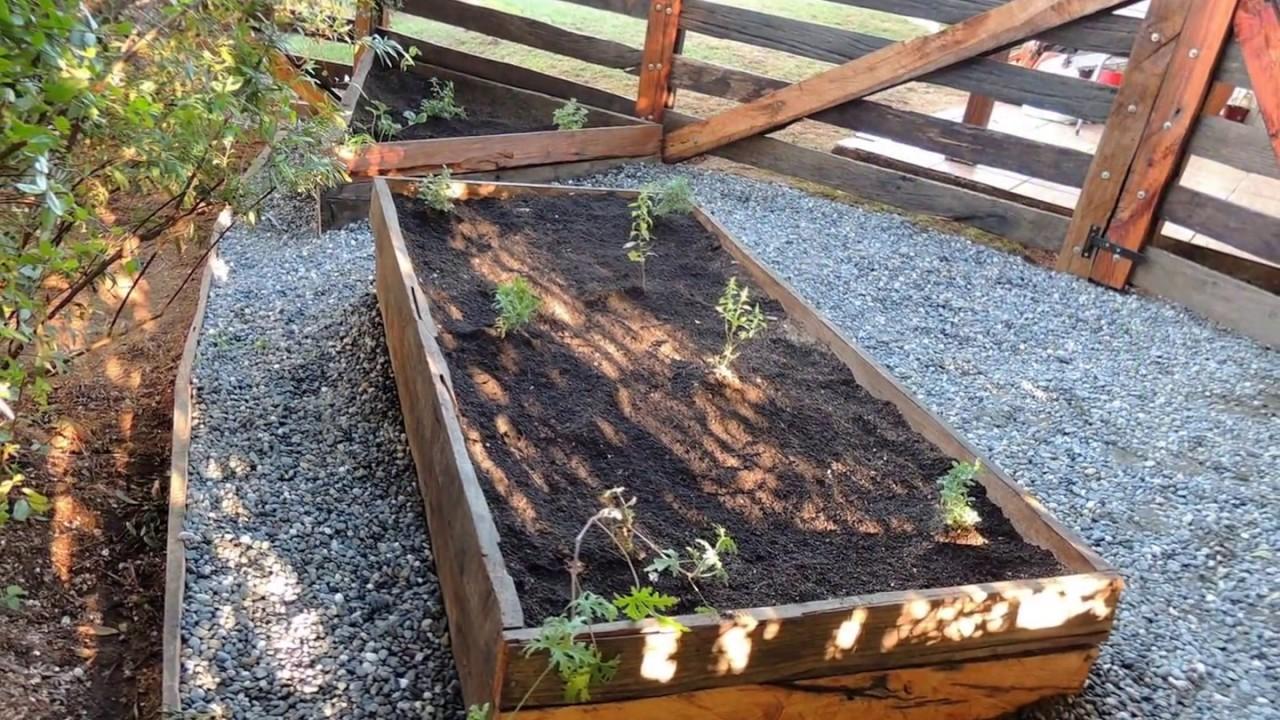 Jardín y huerto hecho con durmientes - YouTube