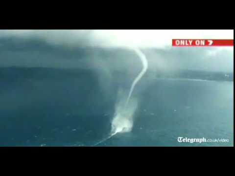Vòi rồng càn quét biển Australia