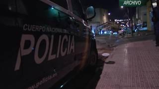 Apedrean un furgón de la Policía Local en Reina Regente en una emboscada