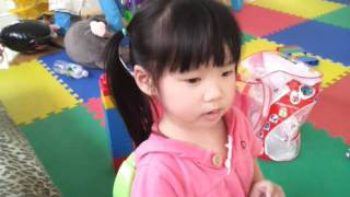 My 3 1/2 Year Old Daughter singing Chinese Song And Her Younger Brother Is Her First Fan