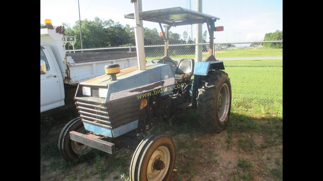 AUCTION: 1999 Long 2360 Tractor