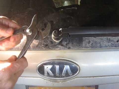 Kia Sedona Rear Wiper Arm Replacement
