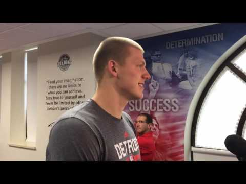 Pistons' Henry Ellenson at Flint school library unveiling