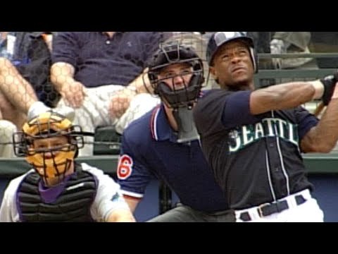 Rickey Henderson homers in first Mariners at-bat