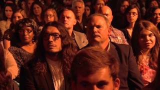 Repeat youtube video Kari Jobe turns a awards show into a worship service AMAZING