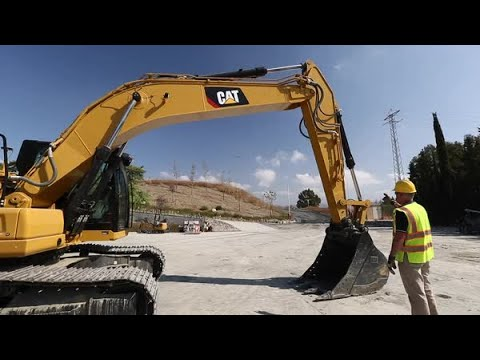 Cat® Next Generation Excavators: Walkaround 320 Size Class