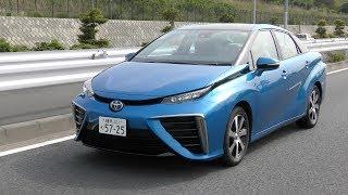 トヨタの燃料電池車ミライの試乗レポートをお届け。究極のエコカーと言...