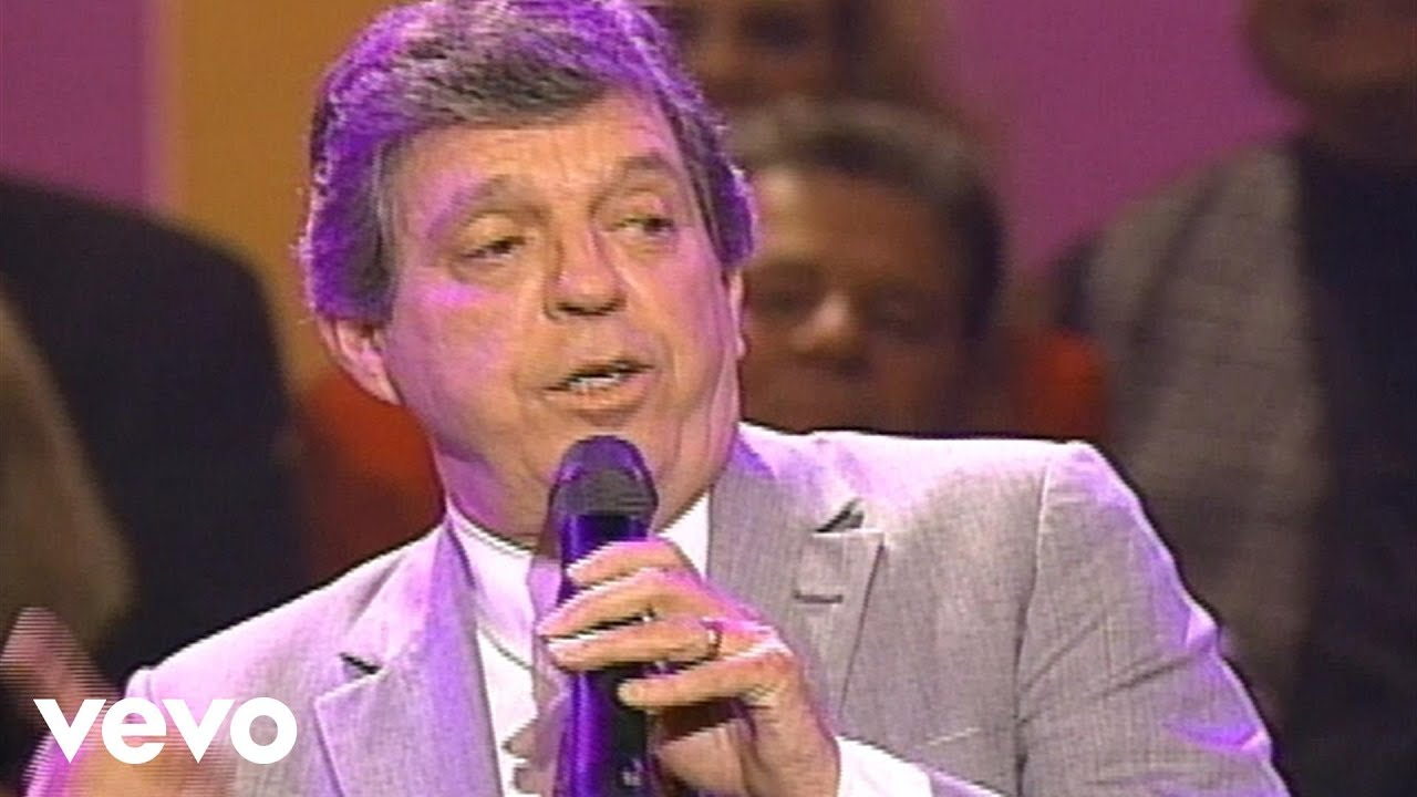 Bill & Gloria Gaither - One More Valley [Live] ft  Bob Cain
