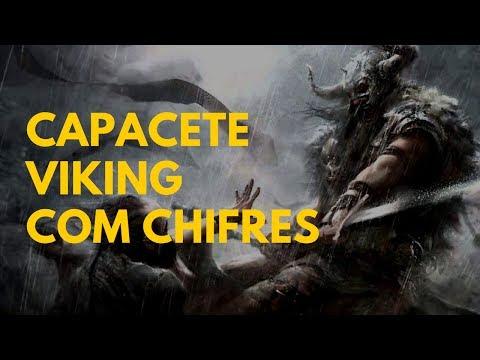 Capacete viking com chifres