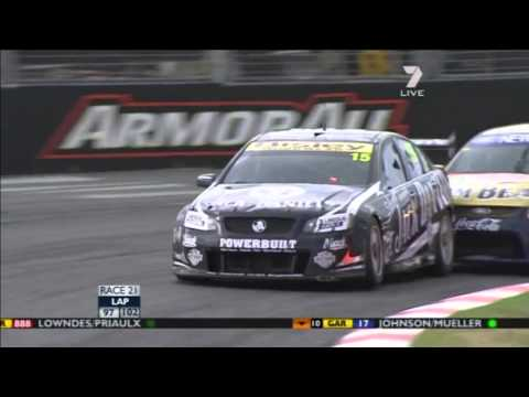 Finish of race 1 in V8 Supercars on Surfers paradise - 2011