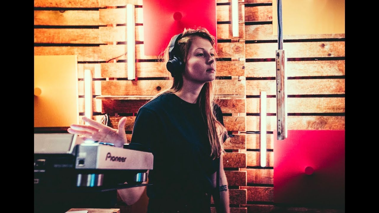 Download Charlotte de Witte - live bij Studio Brussel