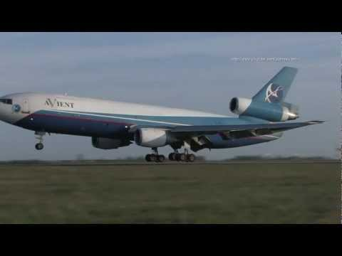 DC10 Avient Aviation in Prague, land and take off, 27.4.2012