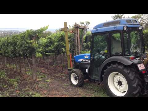 New Holland TN75V with cutter