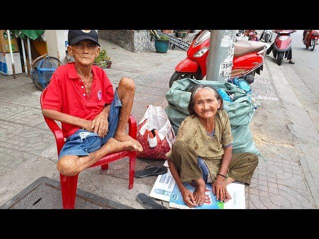 Bà cụ 21 năm ngủ ngoài đường đã có nhà trọ còn được tặng tiền ăn Tết và vốn để mua ve chai