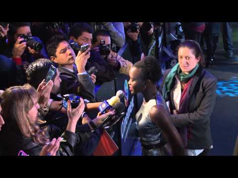 Star Wars The Force Awakens Mexico Fan Event Footage - Lupita Nyong'o, Oscar Isaac