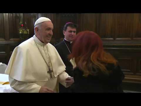 La 'cobra' del Papa a los feligreses en un besamanos