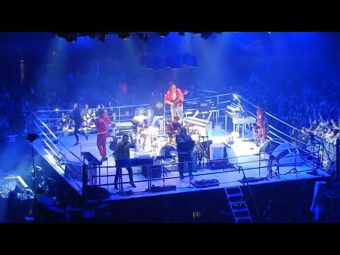 """Arcade Fire live """"Everything Now"""" @ The Forum,  L.A.  Oct. 20, 2017"""