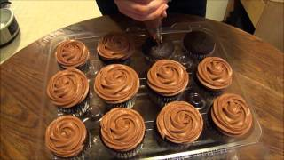frosting cupcakes with wilton tip 1m piping tutorial