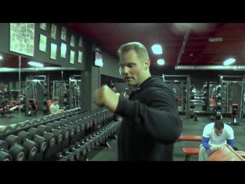 Tip jak cvicit ramena - Martin Mester IFBB Men´s physique - super napumpovani ramen