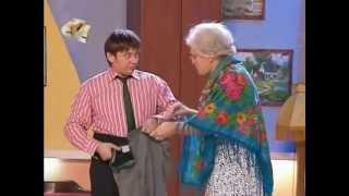 Уральские пельмени - Бабушка одевает внука