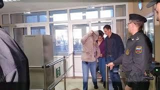 Убийцу двух детей приводят в суд