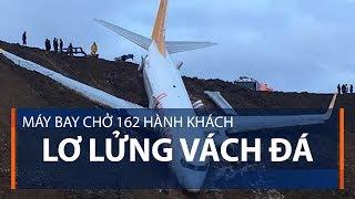 Máy bay chở 162 hành khách lơ lửng vách đá | VTC1