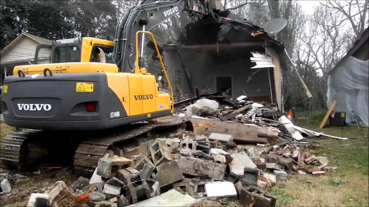 Volvo excavator demolishing old house youtube for Old house tracks