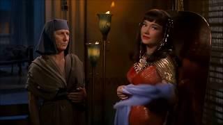 """Nefretiri kills Memnet - """"The Ten Commandments"""" - Anne Baxter"""
