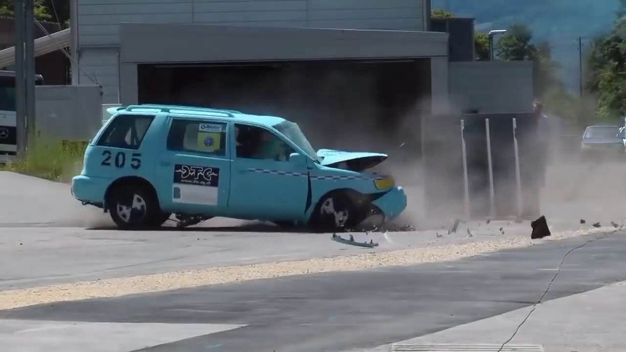 Подборка краш тестов на скорости 200 км ч