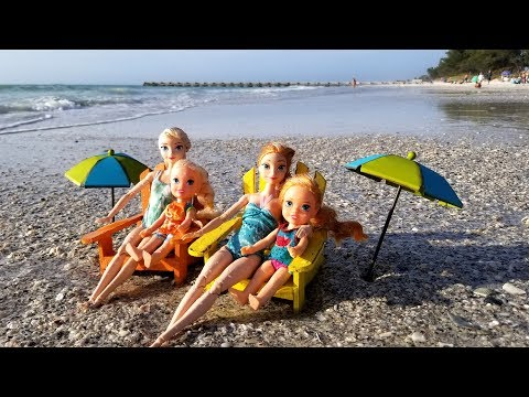 Beach ! Elsa and Anna toddlers - sand play - prank - slide - boat - dog - water fun - splash