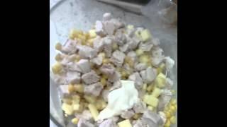 Салат курица с сыром.