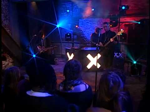 The xx - Basic Space (Live on Alexa Chung)