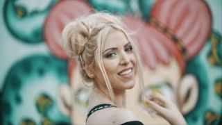 Смотреть клип Aina Maro - Love Me Love Me