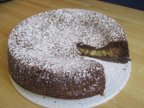 recette-du-fondant-au-chocolat-avec-son-coeur-banane---facile-et-délicieux