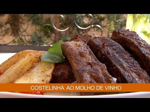 COSTELINHA AO MOLHO DE VINHO E BOLO DE TAPIOCA