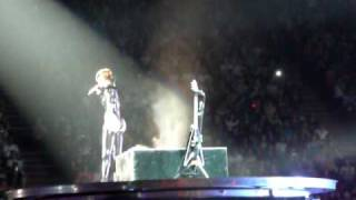 Rihanna - ROCKSTAR 101 ft. Slash live