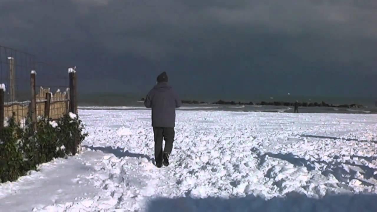 La neve sulla spiaggia francavilla al mare ch youtube for Mobilia arredamenti francavilla al mare