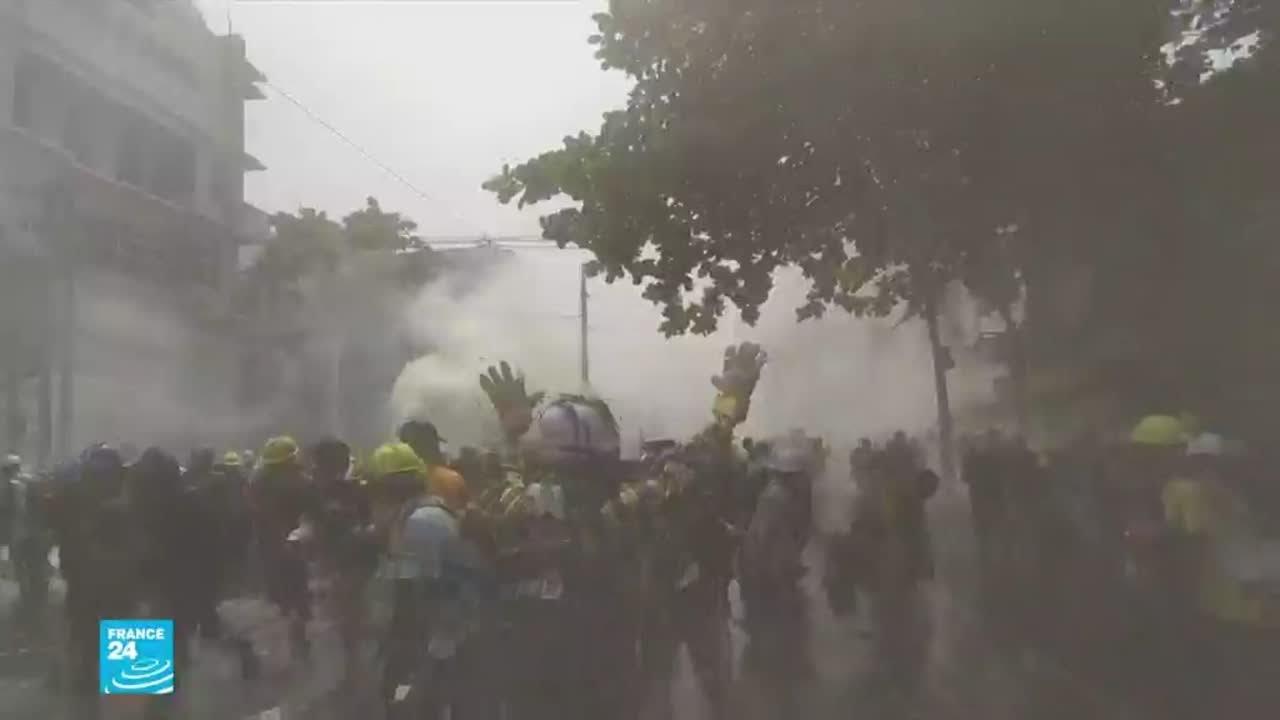 انقلاب بورما: مواجهات عنيفة تشبه -حرب خنادق- بين المتظاهرين وقوات الأمن  - نشر قبل 2 ساعة
