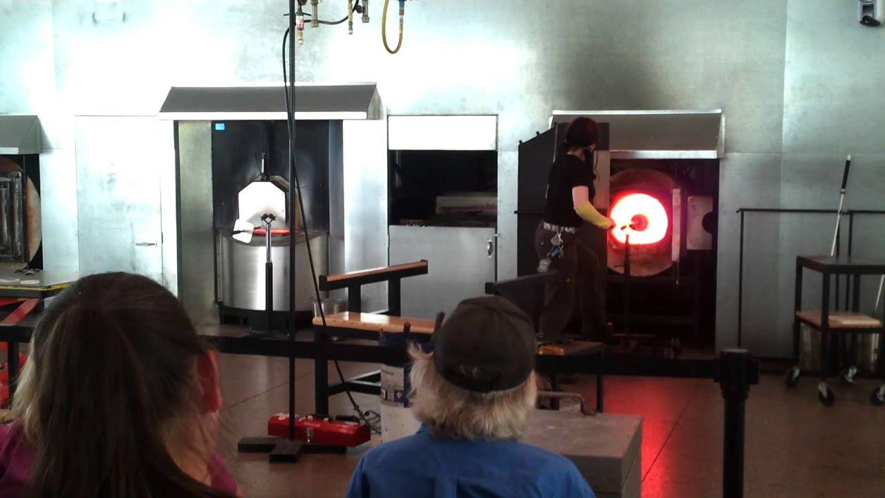 glass bowl making demo at toledo museum of art u0027s glass pavilion
