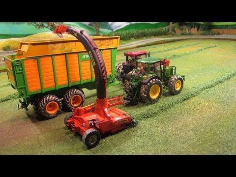RC TRACTORS at grass silge harvest - Rc toy action