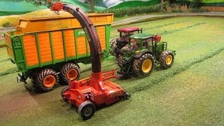 RC TRACTORS at grass silge harvest - farm toy action