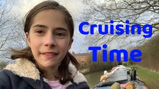 Cruising through Cropredy on the Oxford Canal - Narrowboat Girl