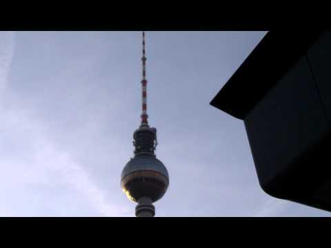Der Fernsehturm am Alexanderplatz in Berlin