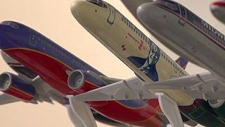 Small Model Planes Help Land Big Airliner Deals