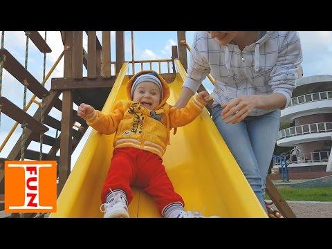 Отдых у моря в Крыму, Алушта, с ребенком на детской площадке Playground