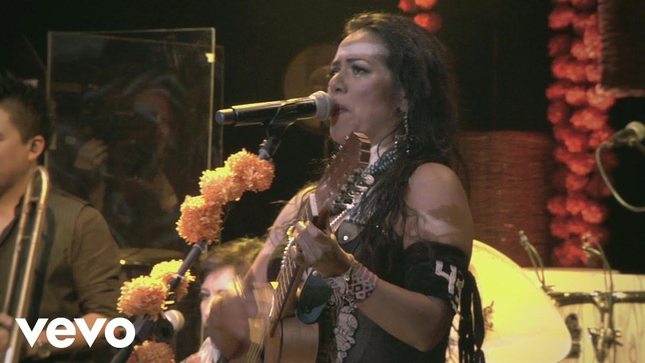 lila-downs-viene-la-muerte-echando-rasero-spoken-words-concierto-en-vivo-liladownsvevo