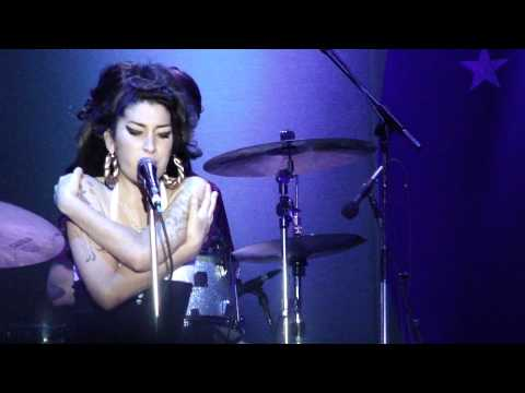 Amy Winehouse - Love is a Losing Game - Live in São Paulo - Brazil