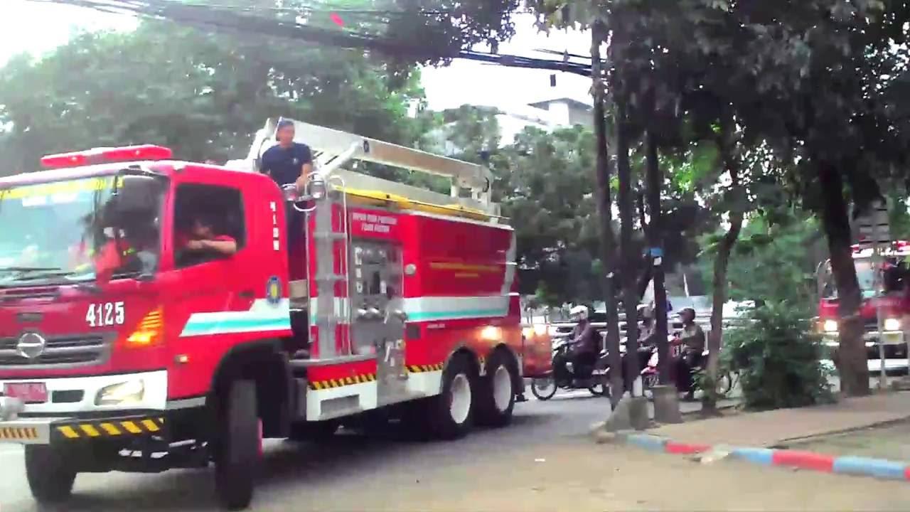 konvoi pemadam kebakaran jakarta - YouTube